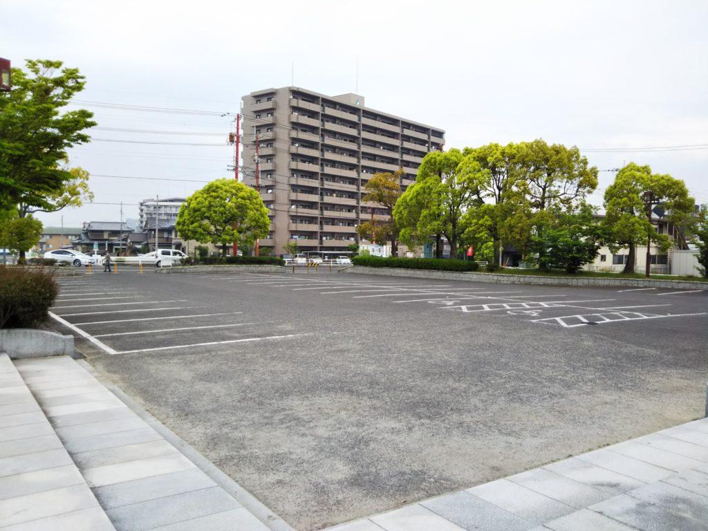 蓮池公園駐車場