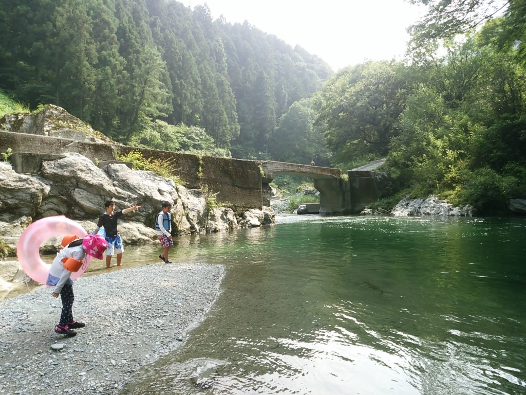 徳島県のつるぎ町の川