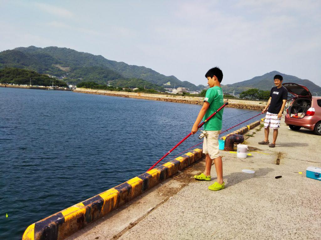 新仁尾港でサビキでのイワシ釣り