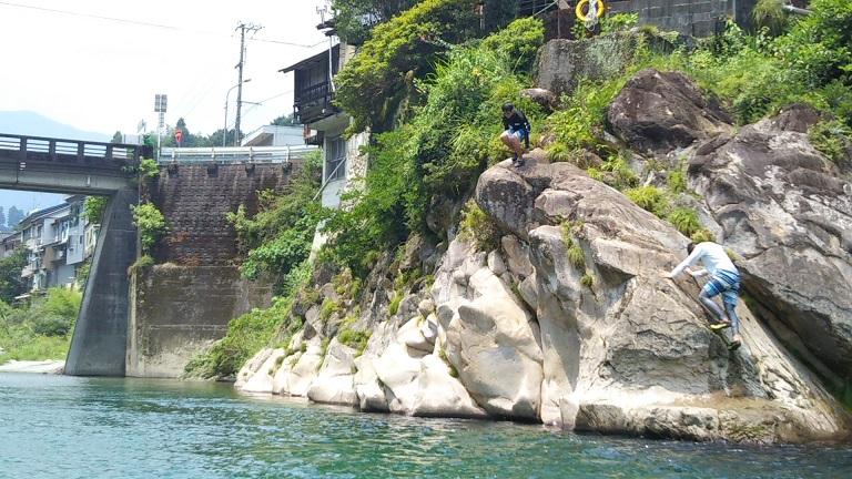 仁淀川の飛び込み岩