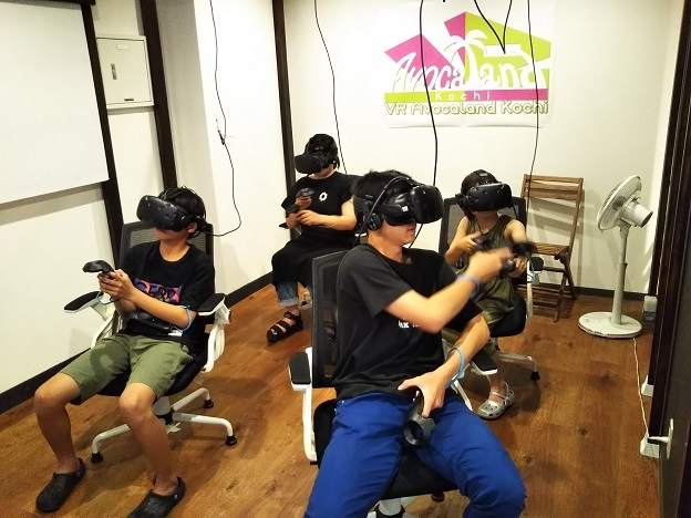 VR Avocaland KochiでVRゲーム
