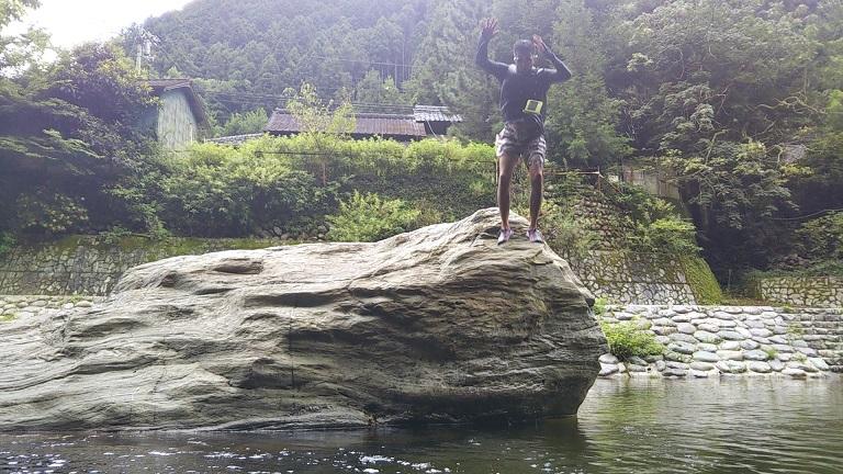 鞍瀬川岩から飛び込み